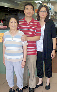 Tommy Chan with his mother and wife Jenny.