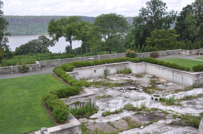 Untermyer Gardens Conservancy Awarded Grant To Restore Persian